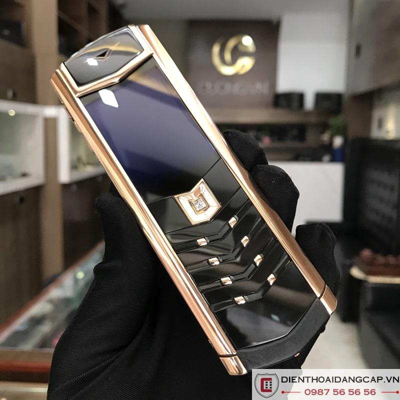 vertu-cu-signature-s-design-rosegold-black-dlc-sapphire-key-02.jpg
